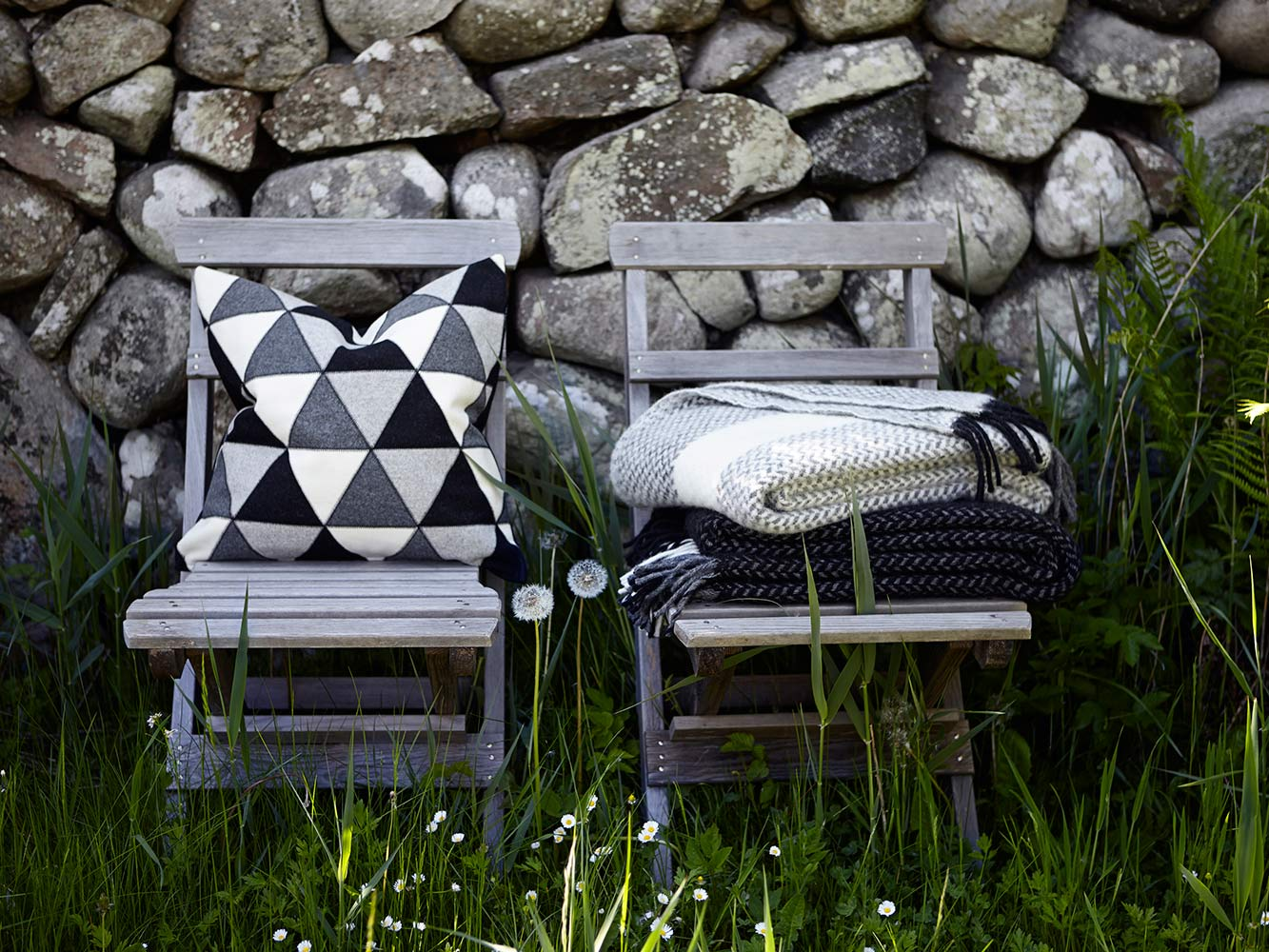 Chair-with-cushion-Lapp-and-throw-Jazz